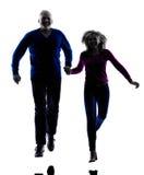 Paar hoger lopend het springen gelukkig silhouet Stock Fotografie