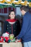 Paar in Kerstmis Royalty-vrije Stock Afbeelding