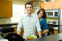 Paar in keuken royalty-vrije stock foto's