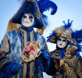 Paar in kostuums op Venetiaans Carnaval Royalty-vrije Stock Foto