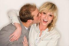 Paar-Kuss Lizenzfreie Stockbilder