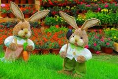 Paar leuke weinig Pasen-konijntjes Royalty-vrije Stock Afbeeldingen