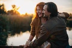 Paar in liefde het reizen stock foto