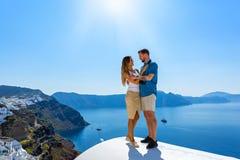 Paar in liefde op Santorini stock fotografie