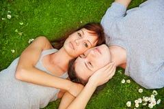 Paar in liefde in openlucht Stock Foto