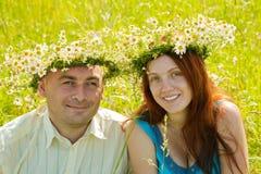 Paar in liefde in openlucht Royalty-vrije Stock Afbeeldingen