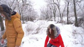 Paar in liefde tieners De winter stock footage