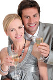 Paar met champagne Stock Afbeelding