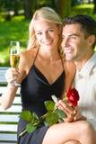 Paar met champagne royalty-vrije stock afbeelding