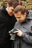Paar met digitale camera royalty-vrije stock foto