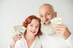 Paar met dollarbankbiljetten Stock Afbeeldingen