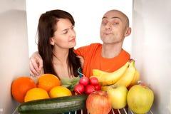 Paar met gezond voedsel Royalty-vrije Stock Afbeeldingen