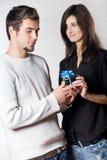 Paar met giftdoos Stock Foto's