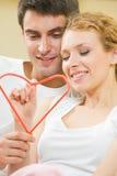 Paar met hartsymbool Stock Fotografie