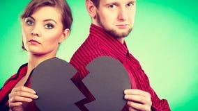 Paar met het gebroken hart verdelen Stock Foto's