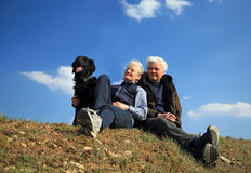 Paar met hond Stock Afbeelding