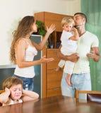 Paar met kinderen die ruzie hebben Stock Foto's