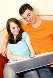 Paar met laptop Stock Fotografie