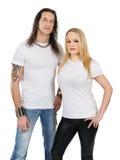 Paar met lege witte overhemden Royalty-vrije Stock Afbeeldingen