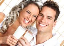 Paar met melk Royalty-vrije Stock Foto's