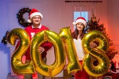 Paar met nieuwe jaarballons Royalty-vrije Stock Afbeelding