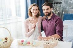 Paar met paaseieren Royalty-vrije Stock Afbeelding