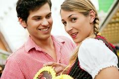 Paar met peperkoekhart Royalty-vrije Stock Afbeelding