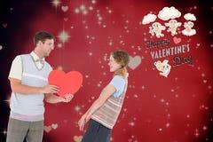 Paar met rood hart tegen digitaal geproduceerde achtergrond Royalty-vrije Stock Foto