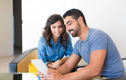 Paar met tablet Royalty-vrije Stock Afbeelding