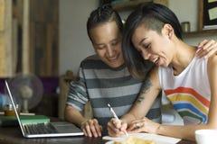 Paar-Moment-Glück-Konzept LGBT lesbisches lizenzfreie stockfotografie
