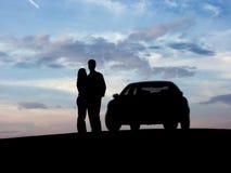 Paar naast de auto Stock Afbeelding