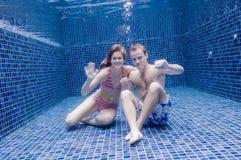 Paar Onderwater royalty-vrije stock afbeeldingen