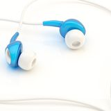 Paar in-oorhoofdtelefoons Stock Afbeeldingen