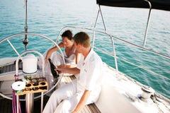 Paar op cruise. Stock Foto's