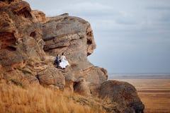 Paar op de berg stock foto
