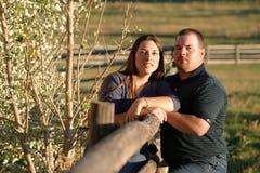 Paar op de Omheining Stock Foto's