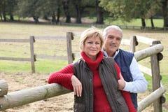 Paar op een boerderij Royalty-vrije Stock Foto's