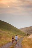 Paar op een Landweg Royalty-vrije Stock Foto's