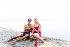 Paar op een strand Royalty-vrije Stock Foto