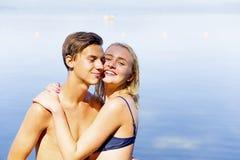 Paar op een strand Stock Foto's