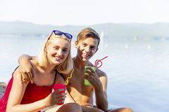 Paar op een strand Stock Fotografie