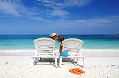Paar op een strand Stock Afbeeldingen