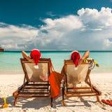 Paar op een strand bij Kerstmis royalty-vrije stock foto's