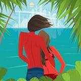 Paar op het eiland die een grote stad ver bekijken Stock Foto
