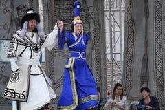 Paar op het podium in het festival van Ulan Bataar Royalty-vrije Stock Foto