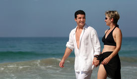 Paar op het strand royalty-vrije stock foto