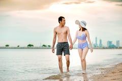 Paar op het strand Royalty-vrije Stock Foto's