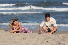 Paar op het zand Royalty-vrije Stock Afbeelding