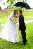 Paar op hun huwelijksdag Royalty-vrije Stock Afbeeldingen