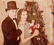 Paar op Kerstmispartij Zwart-witte retro Royalty-vrije Stock Afbeeldingen